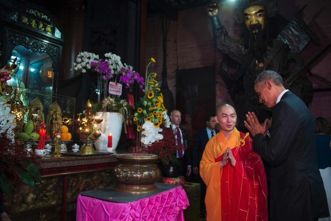 US President Barack Obama (R) pays his respects with Abbot of the Jade Emperor Pagoda Thich Minh Thong during a visit to the Jade Pagoda in Ho Chi Minh City on May 24, 2016. US President Barack Obama told communist Vietnam on May 24 that basic human rights would not jeopardise its stability, in an impassioned appeal for the one-party state to abandon authoritarianism. / AFP PHOTO / JIM WATSON