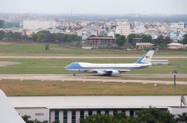 160525-obama-saigon-bye-13b