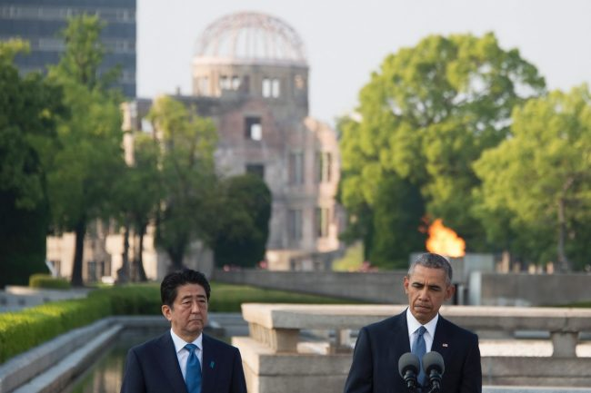US President Barack Obama and Japanese Prime Minister Shinzo Abe deliver remarks after laying wreaths at the Hiroshima Peace Memorial Park in Hiroshima on May 27, 2016. Obama on May 27 paid moving tribute to victims of the world's first nuclear attack. / AFP PHOTO / JIM WATSON