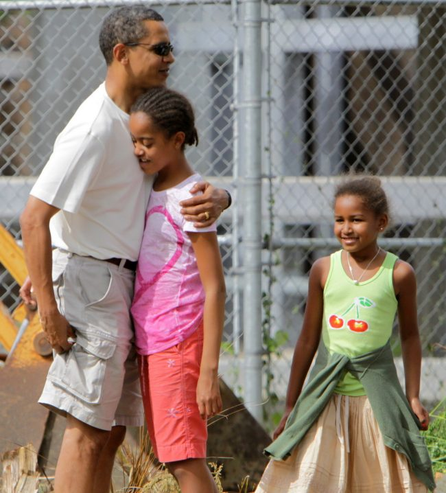 HONOLULU, HI - DECEMBER 30:  (AFP-OUT) U.S. President-elect Barack Obama embraces his older daughter Malia as younger daughter Sasha looks on before entering the Honolulu Zoo December 30, 2008 in Honolulu, Hawaii. Obama and his family have been in his native Hawaii since December 20 for the Christmas holiday. (Photo by Kent Nishimura-Pool/Getty Images)