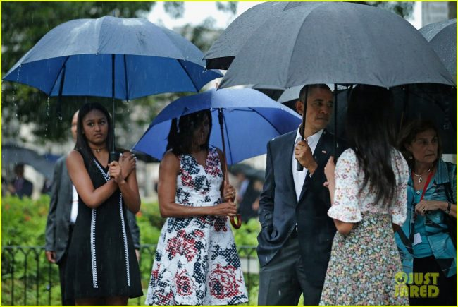 HAVANA, CUBA - MARCH 20:  (L-R) Sasha Obama, 14, first lady Michelle Obama, U.S. President Barack Obama and Malia Obama, 17, pause to look at a statue of Cuban independence hero Carlos Manuel de Cespedes during a walking tour of the plaza of the 18th century Catedral de San Cristobal de la Habana in the Old Havana neighborhood March 20, 2016 in Havana, Cuba. Obama is the first sitting president to visit Cuba in nearly 90 years.  (Photo by Chip Somodevilla/Getty Images)