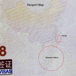 Cái lưỡi bò thò ra trên hộ chiếu
