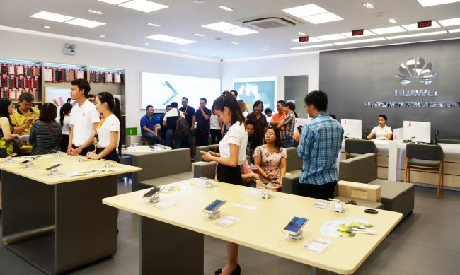 161105-huawei-services-centers-25_resize