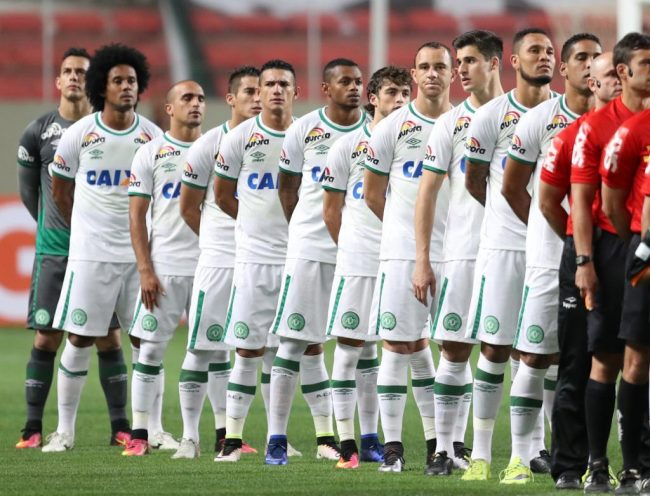 Players of Chapecoense soccer team stands before their Brazilian Series A Championship match against America Mineiro in Belo Horizonte, Brazil, November 19, 2016. REUTERS/Cristiane Mattos/File photo  FOR EDITORIAL USE ONLY. NO RESALES. NO ARCHIVES