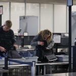Mỹ cấm đem các thiết bị lớn hơn điện thoại di động lên máy bay vào Mỹ từ một số nước