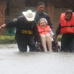 Người Việt ở Houston gắng gượng trong bão lũ