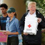 VIDEO: Ông bà Donald Trump trong lần thứ hai trở lại thăm nạn nhân siêu bão Harvey ở Texas