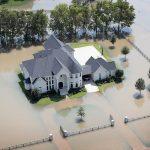 Xứ cao bồi Texas chìm trong nước lụt sau siêu bão Harvey