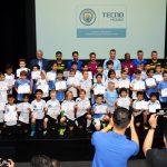 TECNO Mobile mời các huấn luyện viên từ Manchester City về tập huấn cho 64 trẻ em ở Việt Nam