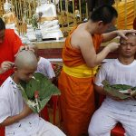 12 thầy trò đội bóng nhí Thái Lan vào chùa tu tập