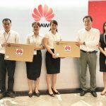Huawei Việt Nam trao tặng máy tính cho 2 trường học ở tỉnh Hà Tĩnh và Sơn La