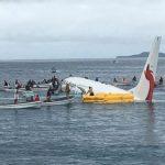 Máy bay hành khách hạ cánh xuống… biển
