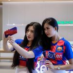 Trên tay smartphone OPPO Reno 10x Zoom phiên bản giới hạn FC Barcelona bán tại Việt Nam