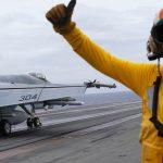 Tàu sân bay và chiến đấu cơ Mỹ đang tuần tra ở biển Đông