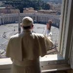 Quảng trường Vatican trống vắng