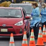 Mỹ mở rộng các trạm xét nghiệm COVID-19 drive-through test