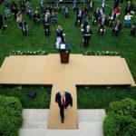Tổng thống Donald Trump quyết định tạm dừng tài trợ cho WHO – ai có tật ắt rục rịch