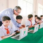 Qualcomm phối hợp cùng Quỹ Dariu tặng hơn 900 máy tính cho các trường học khu vực phía Nam