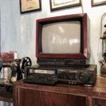 Chiếc TV JVC 14 inch vỏ đỏ thập niên 1980