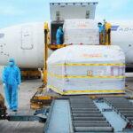 DHL Express hỗ trợ vận chuyển thành công lô vaccine ngừa COVID-19 đầu tiên của Pfizer về Việt Nam